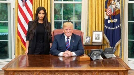 Kim Kardashian poses with President Donald Trump in the Oval Office.